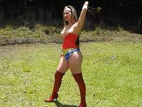 Newagesuperheroines.com superheroines
